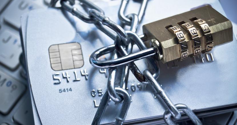 PayPay騒動に学ぶ安全なクレジットカードの利用法。オンラインショップや各種有料サービスなどへのカード登録は極力避けた方が安心だ