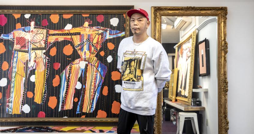 着物の伝統的な高級生地「丹後ちりめん」が現代風のドレスに。日本人気鋭デザイナー岩谷俊和氏を直撃!