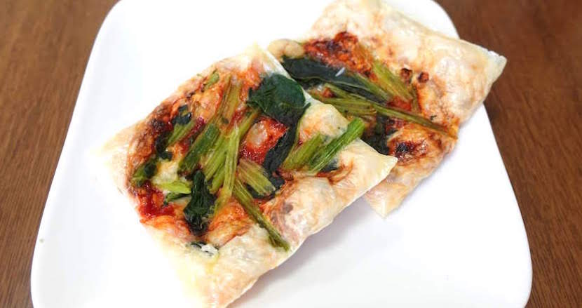 50kgのダイエットに成功したIT社長主夫の糖質カットレシピ(1)ほうれん草のチーズせんべいピザ