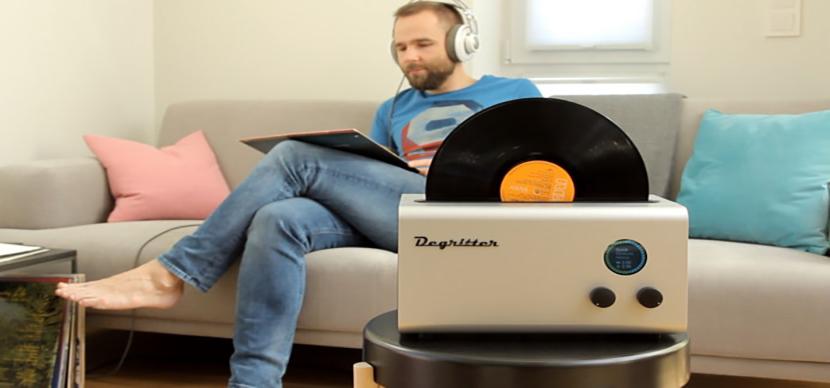 レコード盤を超音波洗浄するクリーナー「Degritter」