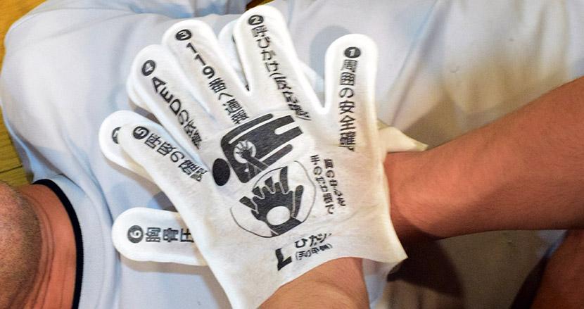 救命処置手順が印刷された手袋『QQGLOVE(キューキューグラブ)』の開発者に具現化までの道のりを訊ねてみた