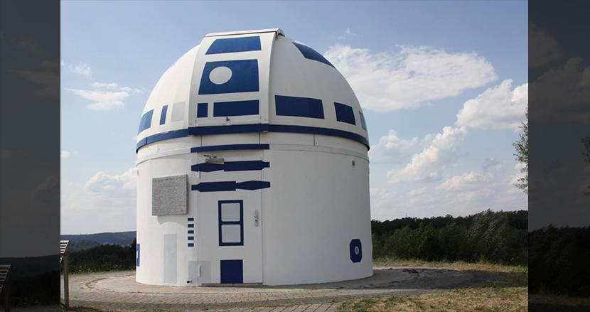 熱狂的『スター・ウォーズ』ファンの大学教授、天文台をR2-D2に改造! マーク・ハミルも驚愕