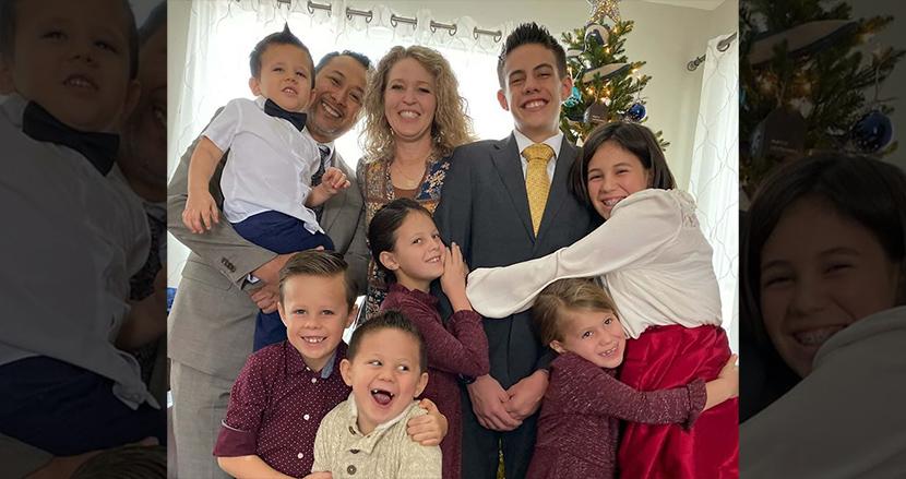 交通事故で両親を失った7人兄妹、5人の子どもを育てた夫婦が養子に引き取り、家族の絆を紡ぐ