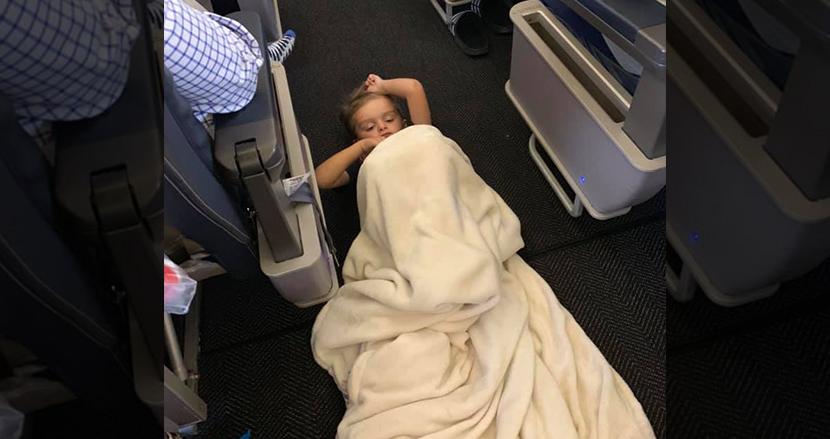 ファーストクラスに行きたいと暴れる自閉症の男の子、客室乗務員と乗客の愛に溢れたもてなしにSNS上で感動の嵐