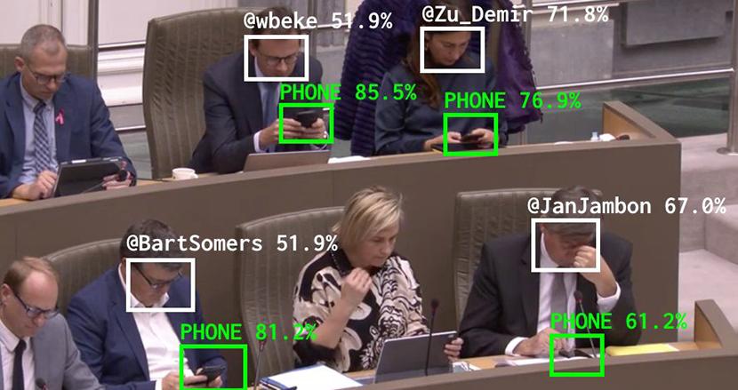 """議会中の""""スマホいじり""""を可視化するAIツール。機械学習と顔認証技術でサボり議員を暴露"""