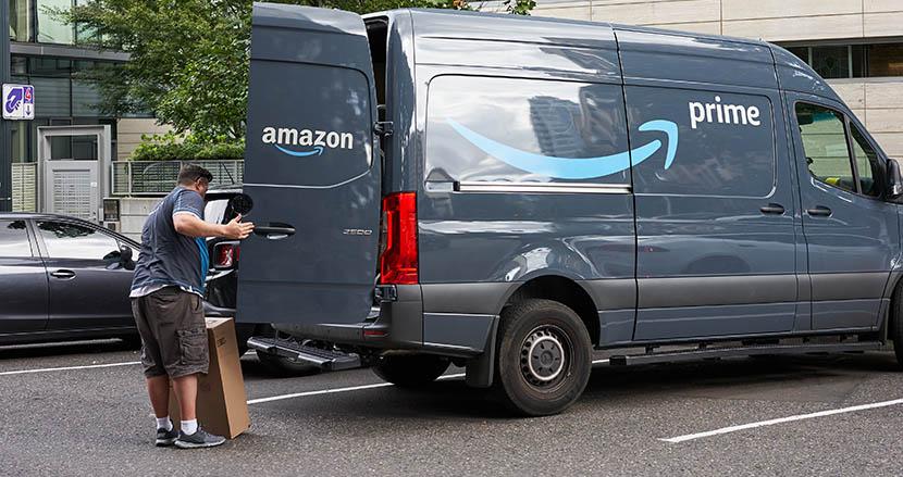 あくびをするとAIが警告!? 米国Amazonが車内にAIカメラを設置。ドライバー監視に物議