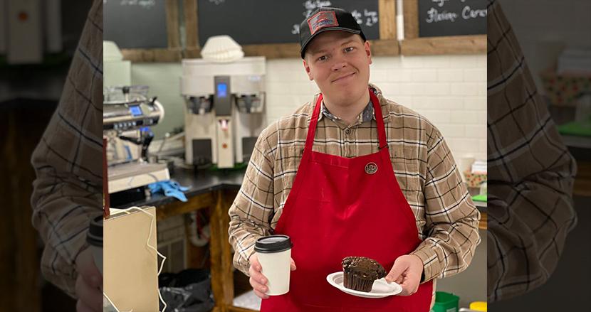 どこにも雇われなかった自閉症の男性、自ら起業しコーヒーショップを開店。障害者雇用の重要性をアピール
