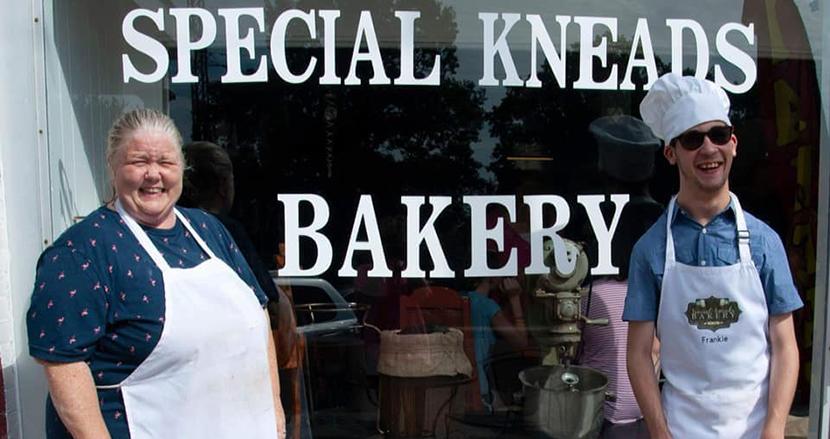 脳性麻痺の息子に働く場所を与えるため、パン屋をオープンした母親「息子を人目のつかないところで働かせたくない!」