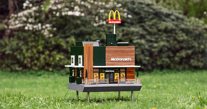 世界一小さいマクドナルドがオープン! ミツバチたちが集まる店舗を作った意図とは?