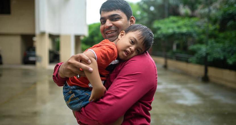 ダウン症の赤ちゃんを養子にしたインド人独身男性、「ベストマザー賞」を受賞!子育てに性別は関係ない