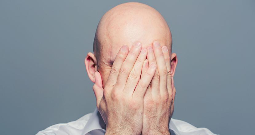 薄毛を隠してお見合い結婚した29歳男性。かつらを愛用していることが新妻にバレ、訴訟騒動に