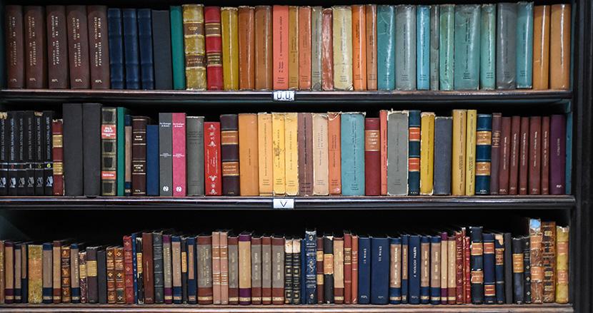 「紙の本を捨てるか」「電子書籍に移行すべきか」問題、国内外で喧々諤々の議論が展開中