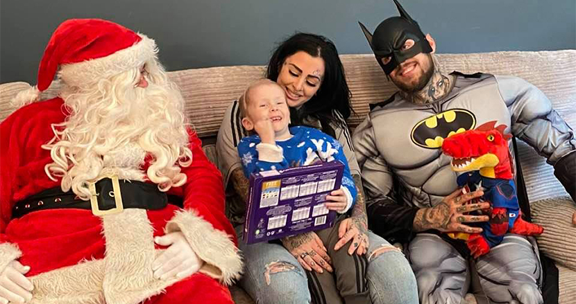 脳腫瘍で余命宣告を受けた3歳少年、少し早めのクリスマスパーティーに感動の声。家族の絆に涙が止まらない