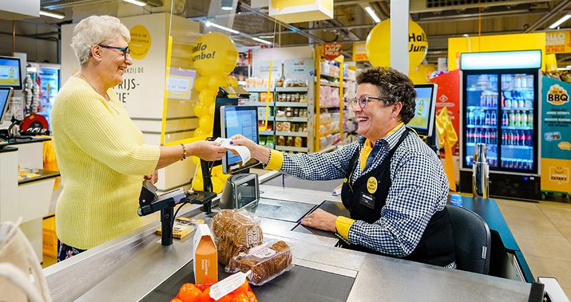 スタッフとのんびり会話ができるレジが好評。オランダのスーパーが「回転率の悪いレジ」を導入した理由