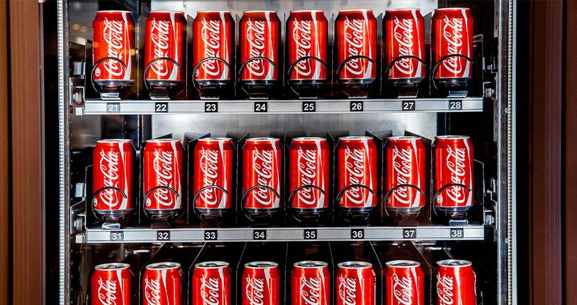 コカ・コーラの自販機が政府の建物内から撤去へ。理由は左翼的だから?米国サリー郡で