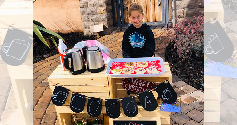 5歳女の子がココアスタンドを開店。売上を同じ学校に通う123人分の未払い給食費に充てる