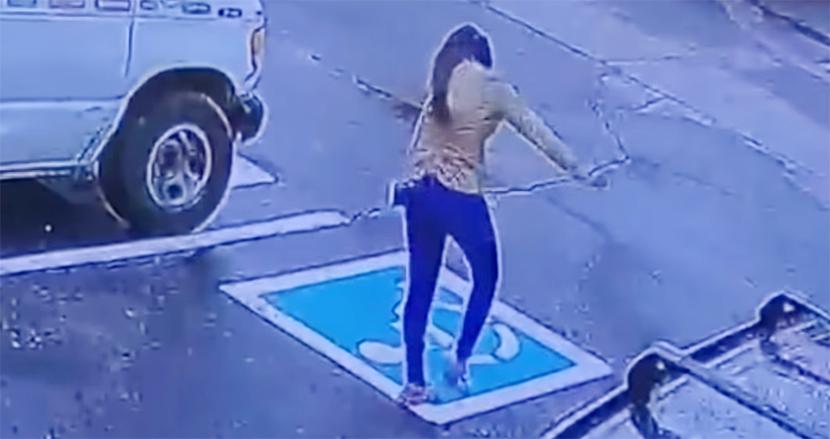 採用面接に成功し、駐車場でこっそりダンスする21歳女性!監視カメラが捉えた映像がSNSで話題に