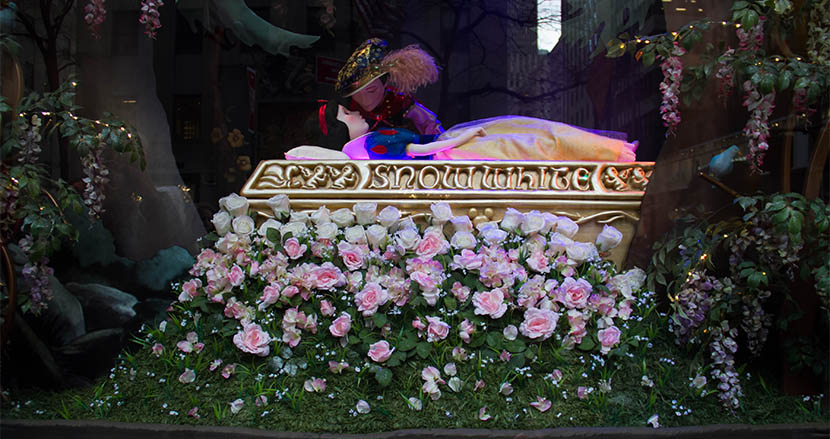 王子様は白雪姫にキスの同意を得ていない!? 米国ディズニーランドの新アトラクションが物議