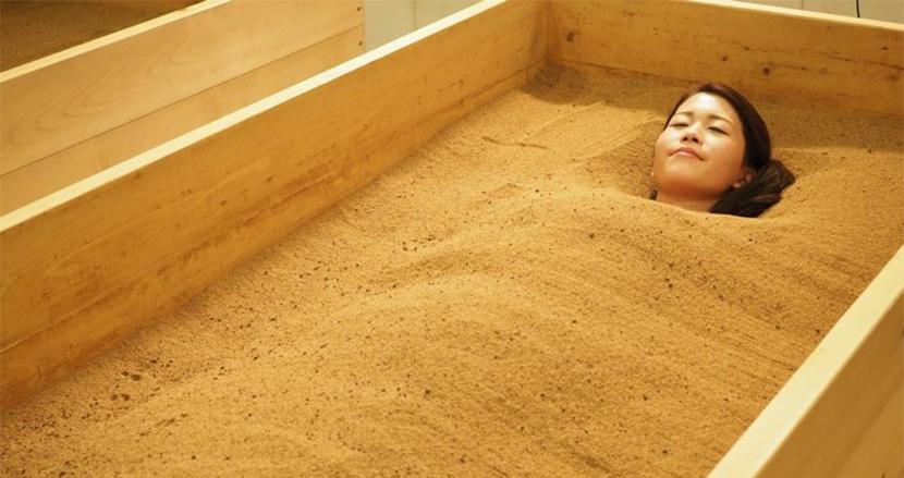 来年はサウナより「酵素風呂」が来る!?「ヒートショックプロテイン(若返り)」も期待できる酵素浴で暖まろう