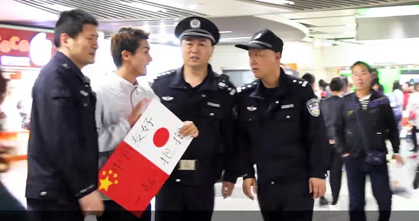 フリーハグで世界中の人と絆を深める日本人。中国で、警察に連行されるも予想外の展開に
