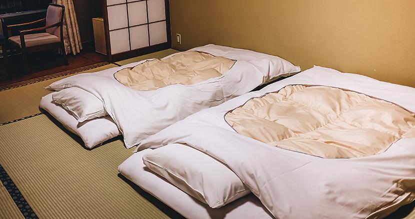 「チェックアウトの時、布団は畳まないで!」旅館の清掃係の呼びかけが話題に。その真意とは?