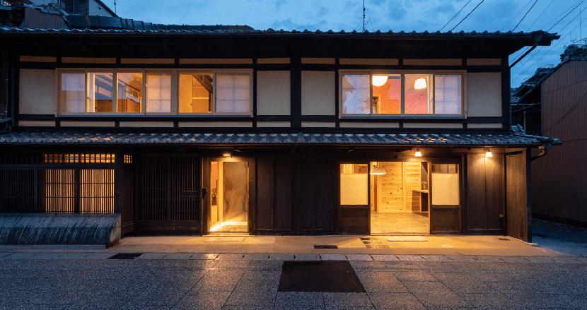 「メディア型ホテル」とは何か。滋賀でアーケード商店街の町家7軒をリノベした「商店街HOTEL 講 大津百町」