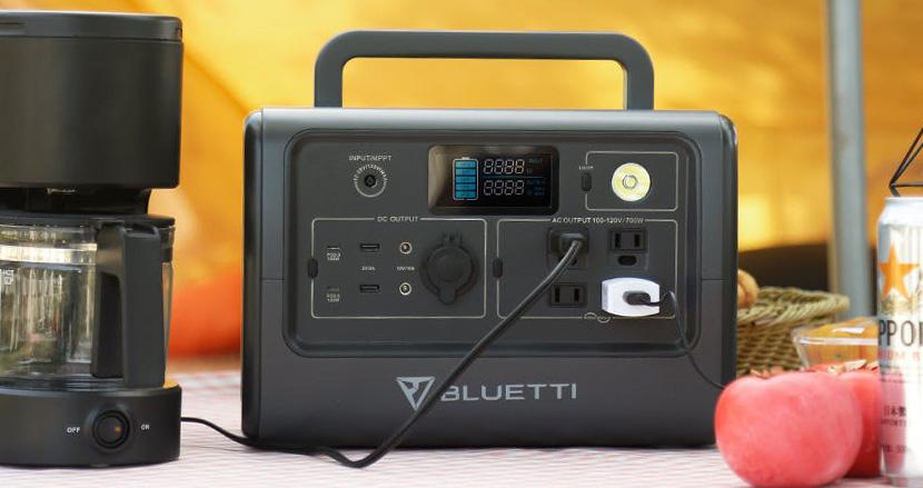 持ち運びサイズなのに冷蔵庫も4時間動かせる小型ポータブル電源「BLUETTI EB70」。災害からキャンプまであらゆる場所で頼りになりそう