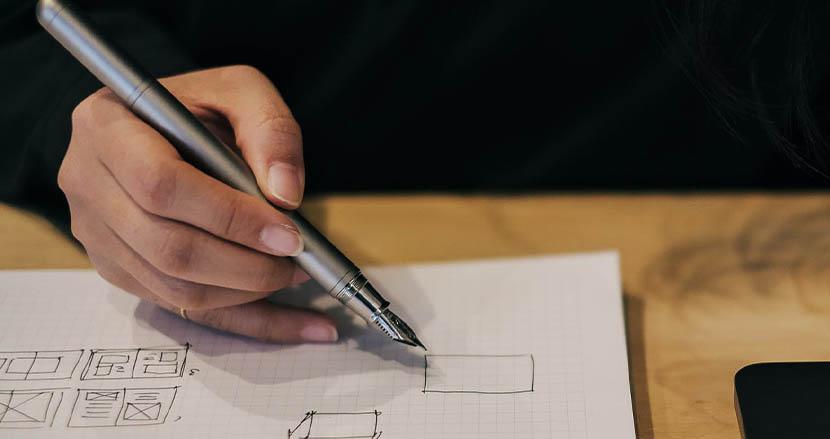 香港のデザインチームが作った純チタンの美しい万年筆「TP4」。金属アレルギーへの配慮もなされたこれからの文房具