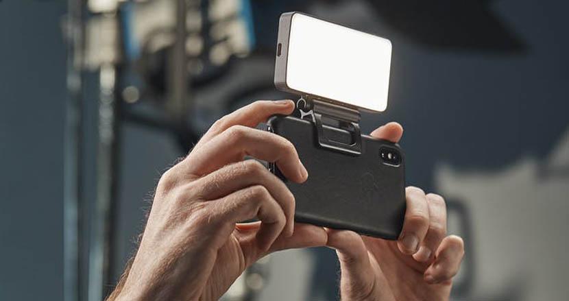 トップCMディレクターが開発したスマホ向けライト「BIGSOFTIE」。プロも納得のクオリティとは