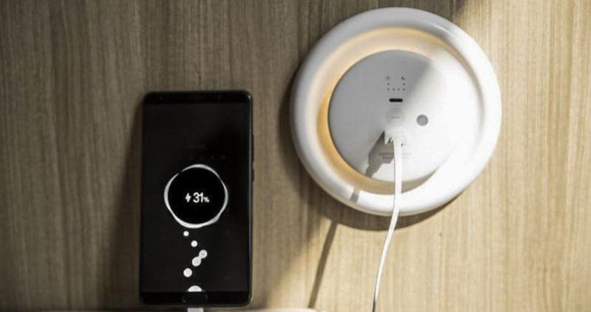 停電時に備えて持っておきたいソーラー充電器「Light Disc Solar」。太陽光で充電し忘れを防ぐ