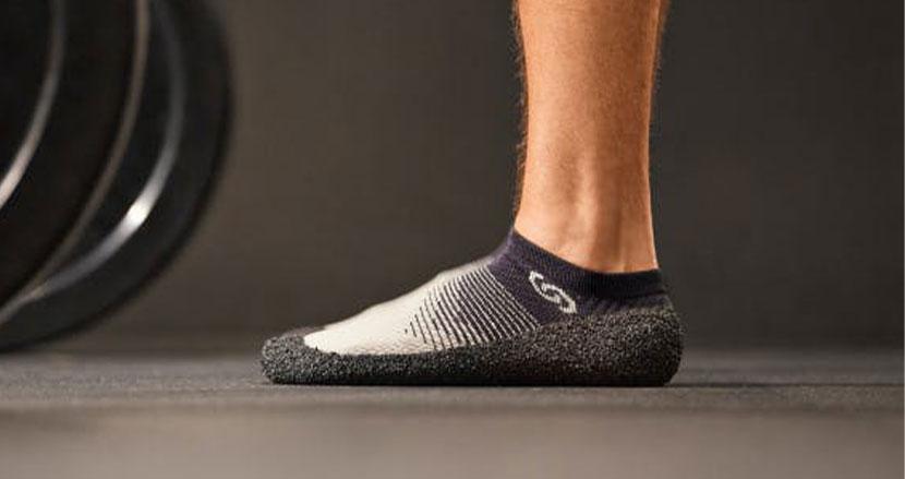 見た目は完全に靴下なのに、機能は靴かそれ以上?衝撃のセカンドシューズ「Skinners2.0」