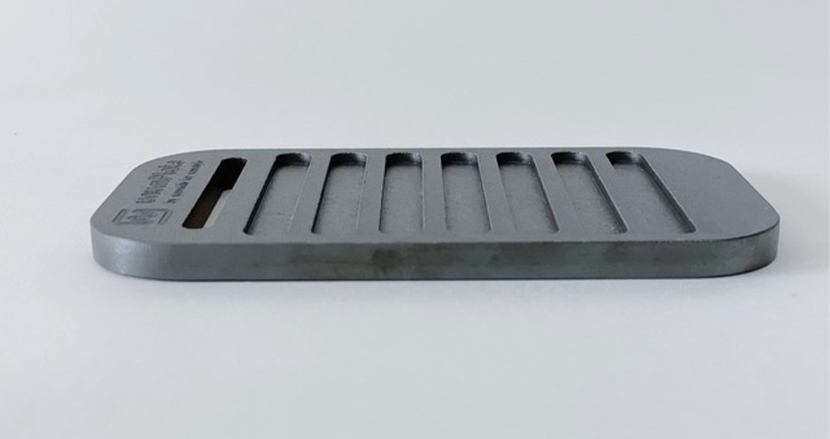 福井の職人による、メスティンサイズの「極厚鉄板焼肉セット」。ひたすら旨い肉を味わうために開発
