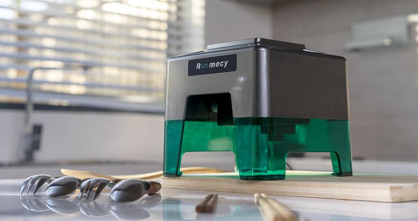 自宅でレーザー加工できる時代に!素材の切断や手書きデザインの刻印もできる「Runmecy」