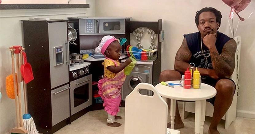 生後18カ月の女の子がレストランをオープン!入店した父親による「食べログ」さながらの辛口批評にほっこり