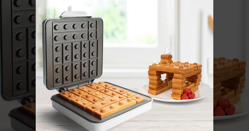 レゴブロックさながらの朝食が作れるワッフルメーカーが爆誕!自宅でお菓子の家を作って遊ぼう
