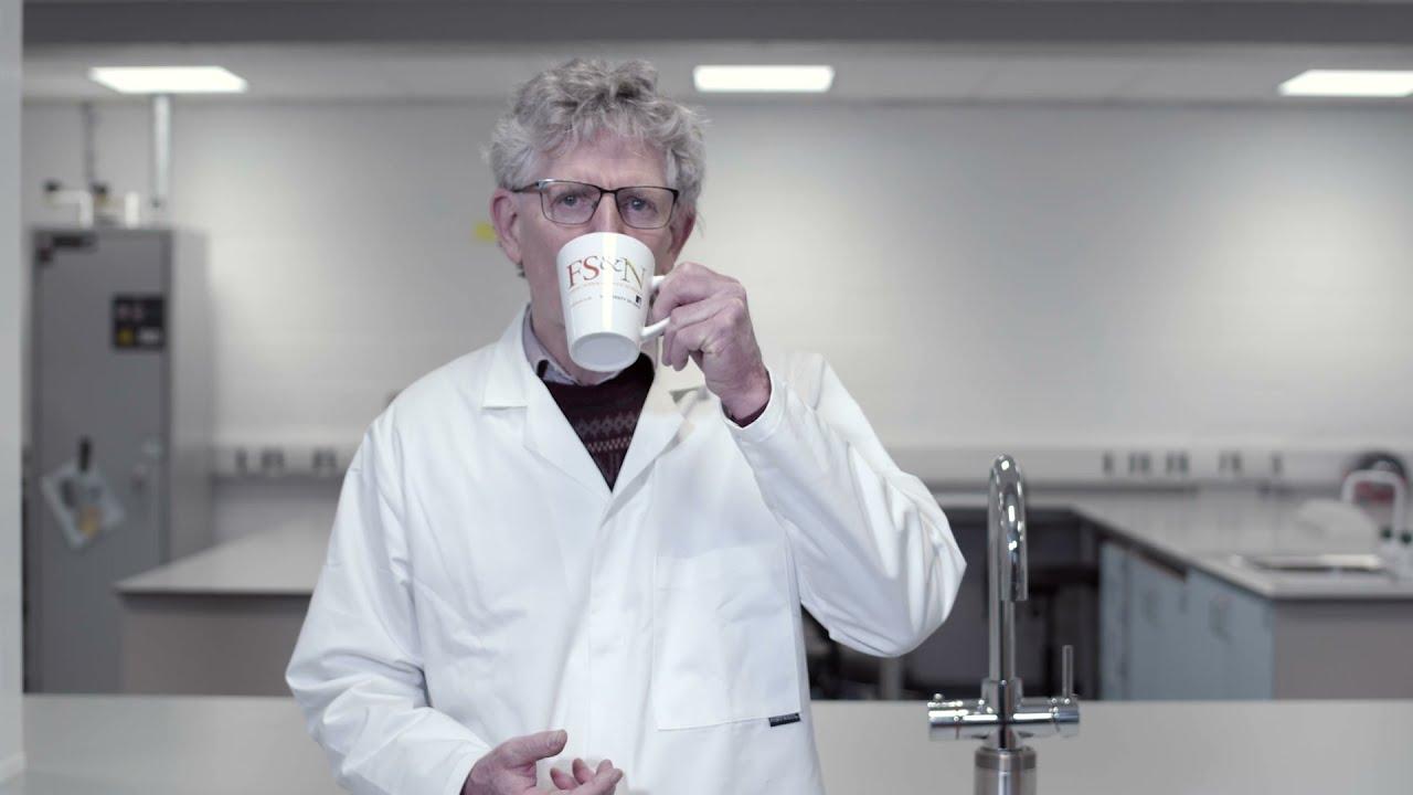 最初にお湯を注ぐのはNG? 「紅茶を最高に美味しく作る方法」を大学教授が科学的に検証してみた