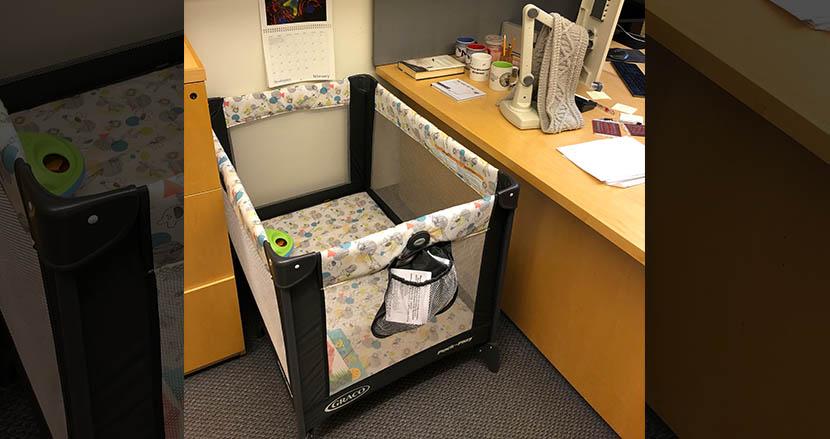 赤ちゃんのいる大学院生のため、研究室内にベビーベッドを設置したマサチューセッツ工科大学教授が話題に