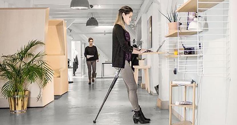 オフィスでも屋外でも手軽に使える、世界最小クラスの折りたたみイス「Sitpack ZEN」