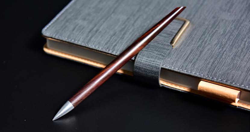 ほぼ永久に使える、インクを使わないペン「YISHU」