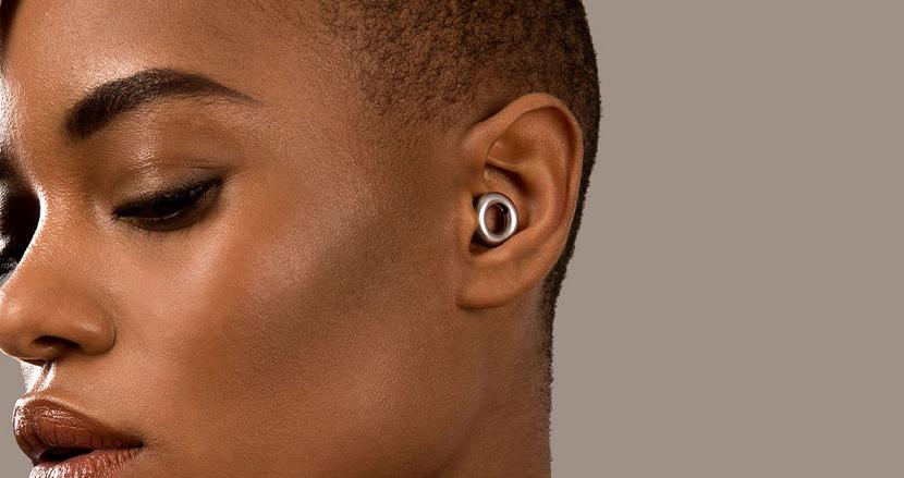 ライブやフェスの大音量から耳を守るファッショナブルな耳栓「LOOP」