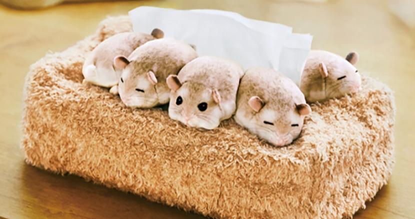 ティッシュを取るたびに癒やされる。「ぎゅうぎゅう集まって眠る ハムスターのボックスティッシュカバー」