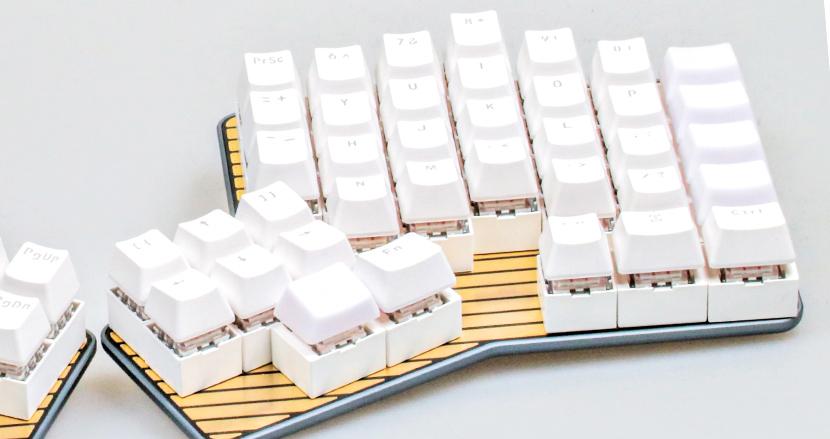 変態配列も自由自在! オンリーワンなキーボードを手軽に実現する「DUMANGメカニカルキーボード」