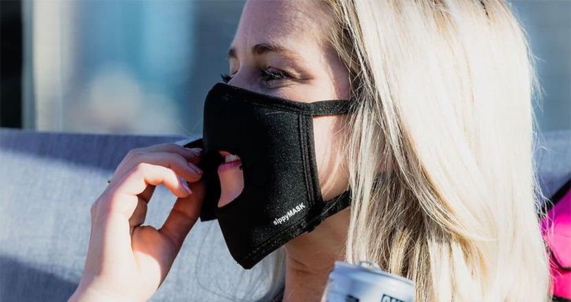 マスクにドアを着ければ、いちいち外さずにご飯だって食べられる。マグネットで開閉もスムーズな「sippyMASK」