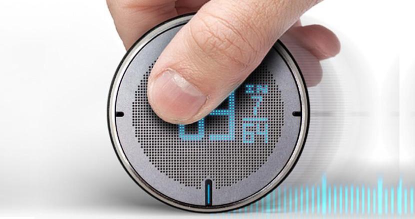 あらゆる場所の長さを簡単に計測できるスマートメジャー「ROLLOVA」。測った数値を瞬時に保存できる便利機能付きで手放せないアイテムになりそう