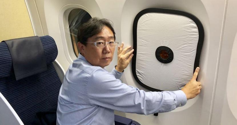 インスタ映えする絶景写真で差をつけろ!飛行機ガラス窓の映り込みを防ぐレフ板「忍者レフ 787」