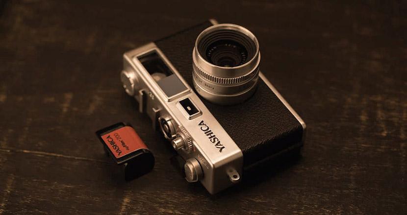 古き良きフィルムカメラがデジタルで復活。写真を撮る楽しさを想い出させてくれる「YASHICA digiFilm™ CAMERA Y35」