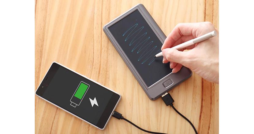 必要なときにサッとメモが取れる、新発想のモバイルバッテリー「メモバッQiリー」