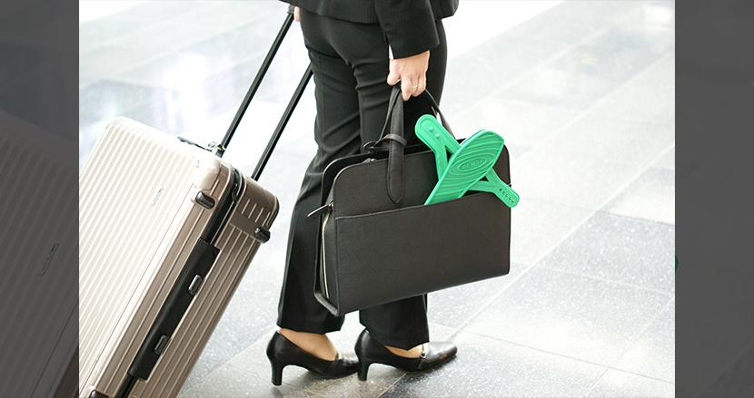 持ち運びが楽ちん! 旅行やオフィスで手軽に使える組み立て式サンダル「SENSI」