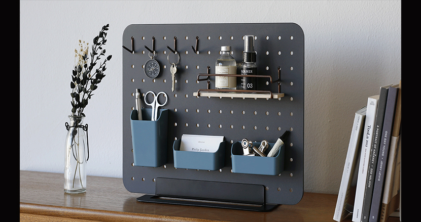 オフィスでもキッチンでもリビングでも使える、自由にレイアウトできるボード「PEGGY」