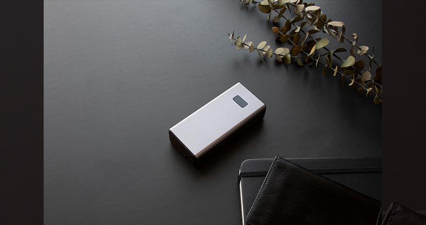 小型なのに大容量! 高速充電・2台同時充電可能なモバイルバッテリー「cheero Power Plus 5 10000mAh」